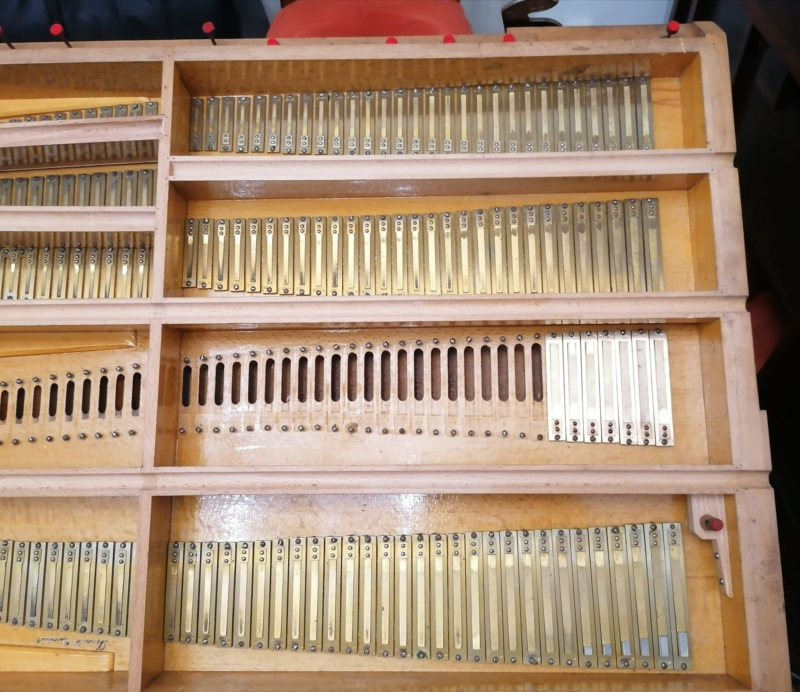 Debain de salon 4 jeux 1/2 sur deux claviers Img_2073