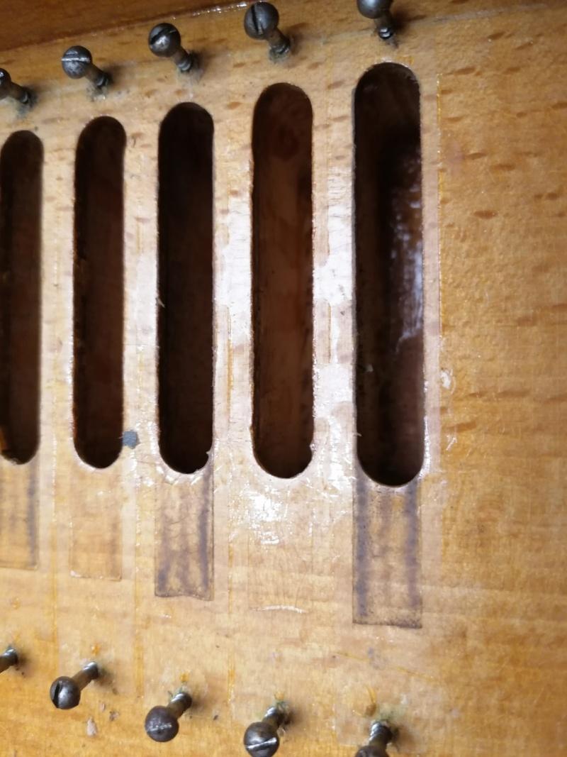 Debain de salon 4 jeux 1/2 sur deux claviers Img_2074