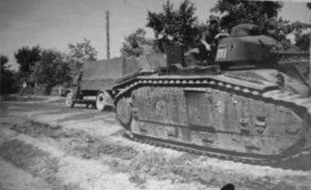 Nos chars Lourds B1-B1bis aux mains des Allemands. 111-0110