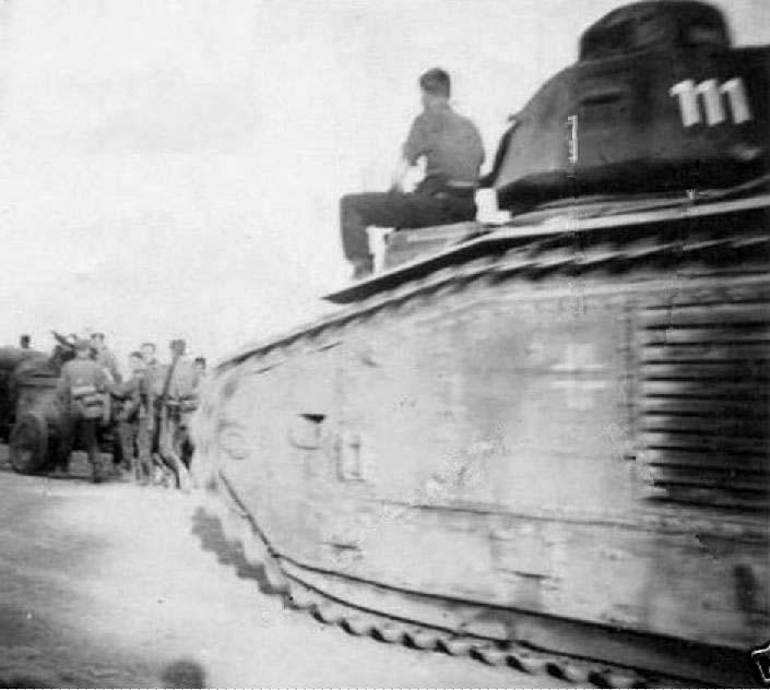 Nos chars Lourds B1-B1bis aux mains des Allemands. 111-0310
