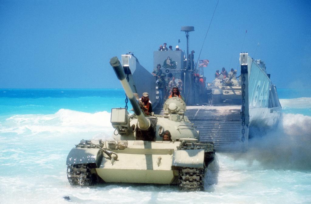 تنويع مصادر السلاح بين الايجابيه والسلبيه  - صفحة 2 Egypti11