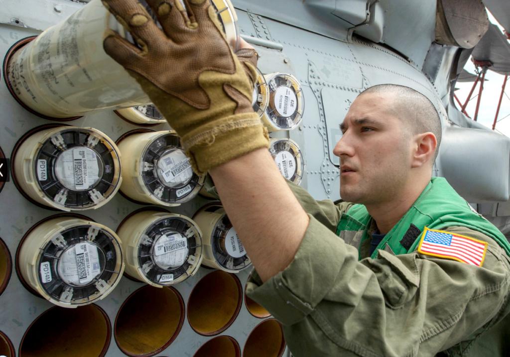 روميو في سماء البحار – المروحية MH-60R Seahawk - صفحة 3 Mh-60r10