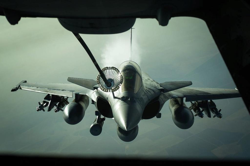 التزود بالوقود جوا بين طائرات ذات تكنلوجيات مختلفه المنشأ / سلاح الجو المصري انموذجا  Rafale10