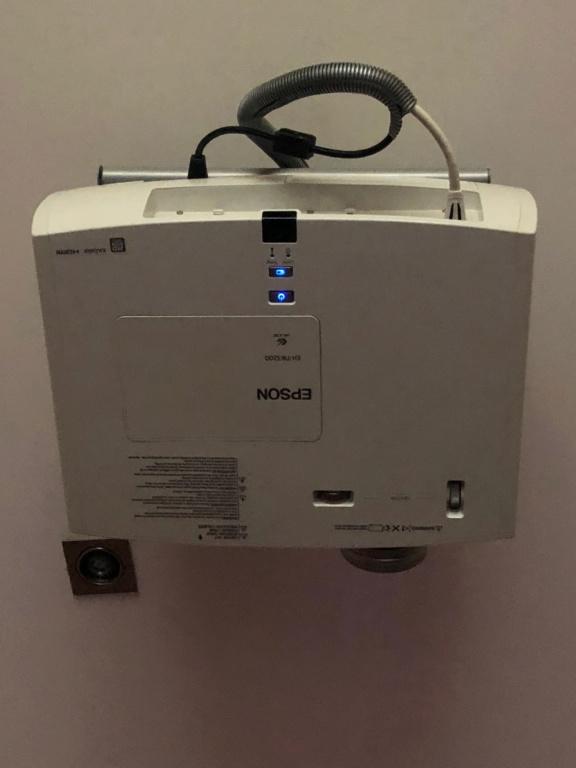 Projector Epson TW-3200 Img_7211
