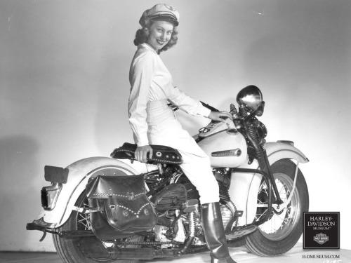 Vieilles photos (pour ceux qui aiment les anciennes photos de bikers ou autre......) - Page 14 Tumbl269