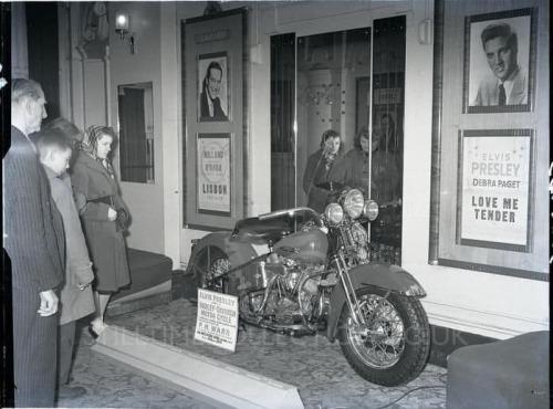 Vieilles photos (pour ceux qui aiment les anciennes photos de bikers ou autre......) - Page 14 Tumbl272