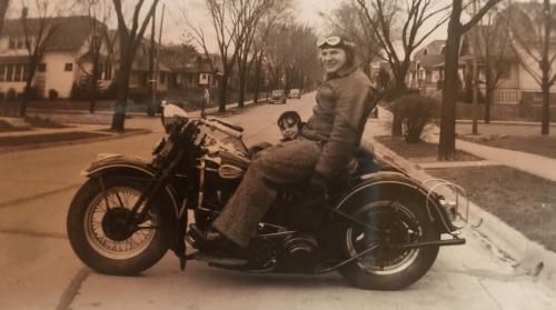 Vieilles photos (pour ceux qui aiment les anciennes photos de bikers ou autre......) - Page 14 Tumbl275