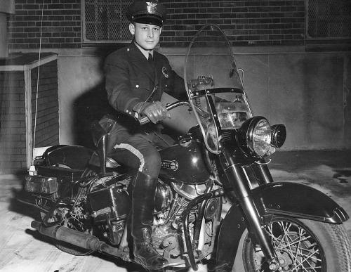 Vieilles photos (pour ceux qui aiment les anciennes photos de bikers ou autre......) - Page 14 Tumbl283
