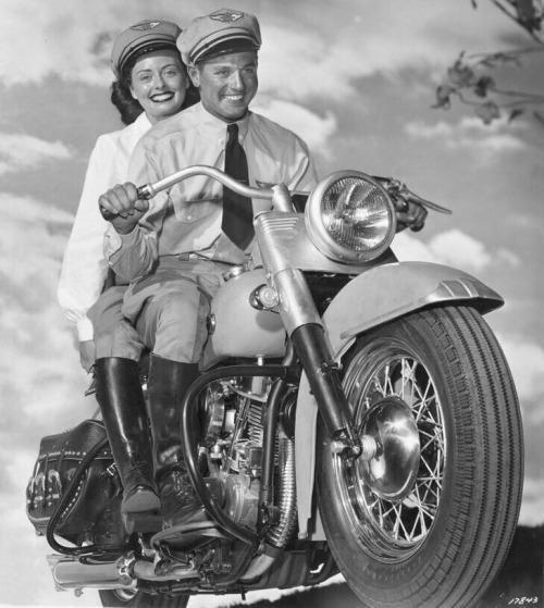 Vieilles photos (pour ceux qui aiment les anciennes photos de bikers ou autre......) - Page 14 Tumbl285