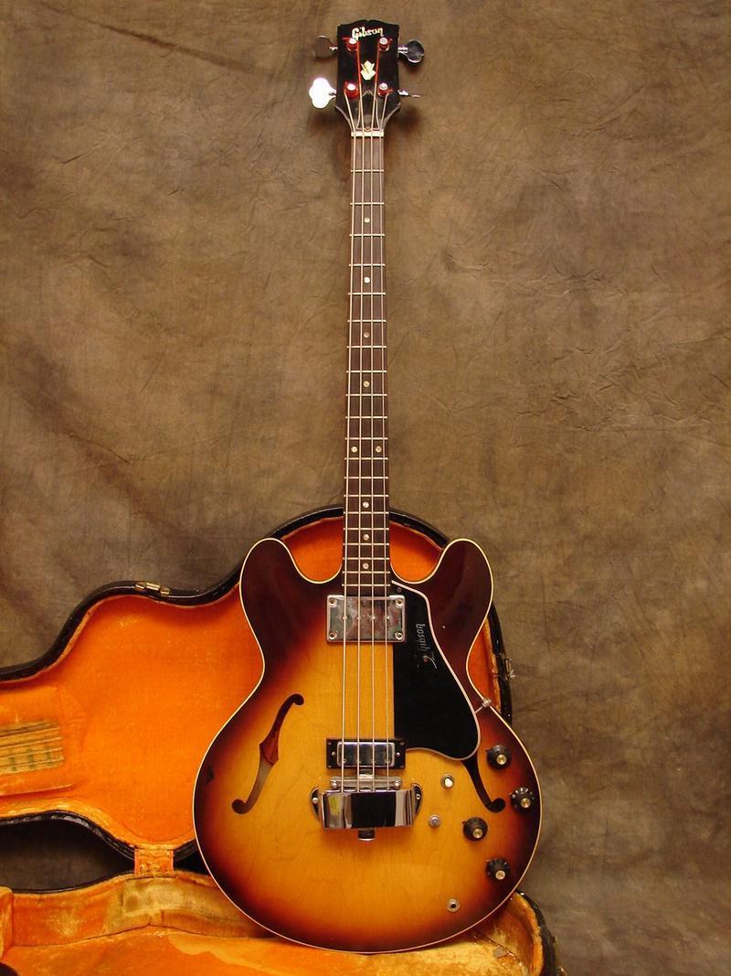 A que se deve a falta de popularidade da Gibson em relação à Fender? - Página 4 1968eb10