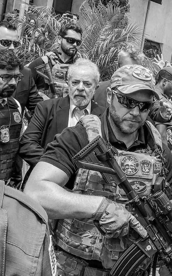 Já Somos um País Fascista - por Dodô Azevedo - Página 4 53536510