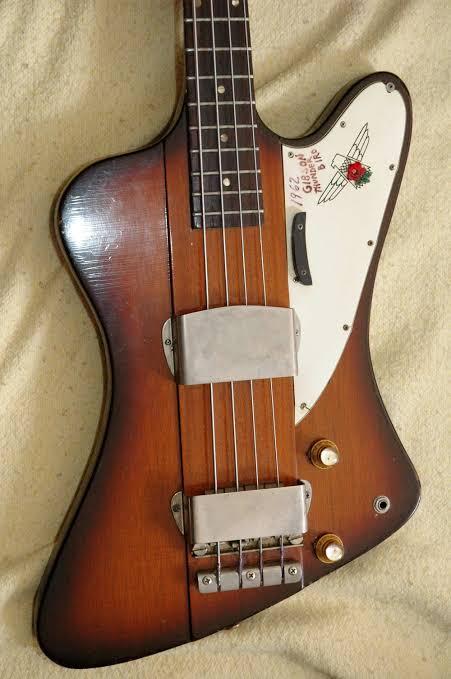 A que se deve a falta de popularidade da Gibson em relação à Fender? Images45