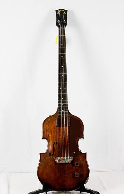 A que se deve a falta de popularidade da Gibson em relação à Fender? - Página 3 Images46