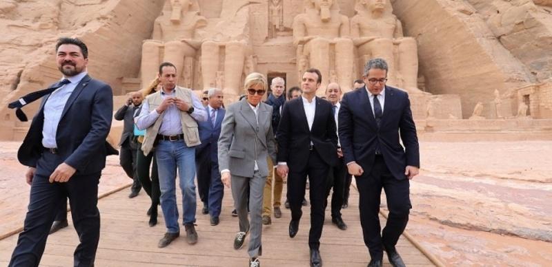 De la robe de Marie-Antoinette aux baskets Louis Vuitton de Brigitte Macron, le syndrome du luxe en politique 000_1c10