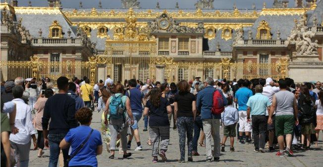 Trop d'affluence et de mauvaises conditions de visite à Versailles : des touristes se plaignent Toursi10