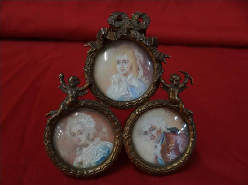 A vendre: miniatures de Marie Antoinette et de ses proches - Page 14 Tzolzo16
