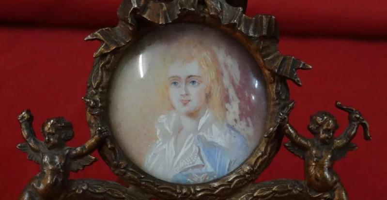 A vendre: miniatures de Marie Antoinette et de ses proches - Page 14 Tzolzo17