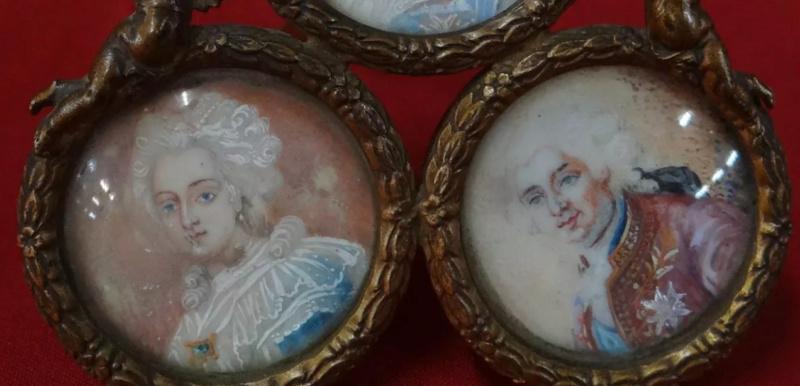 A vendre: miniatures de Marie Antoinette et de ses proches - Page 14 Tzolzo18