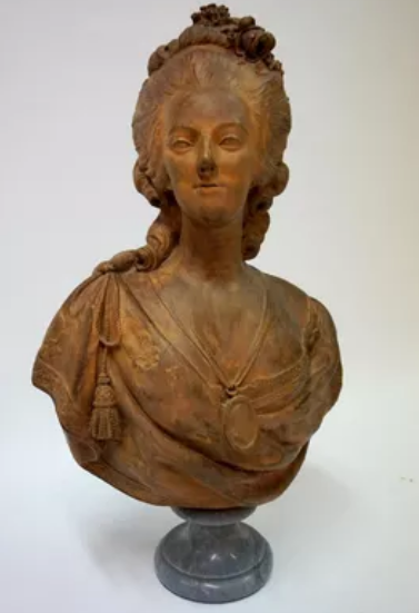 A vendre: bustes Marie Antoinette - Page 8 Tzolzo19