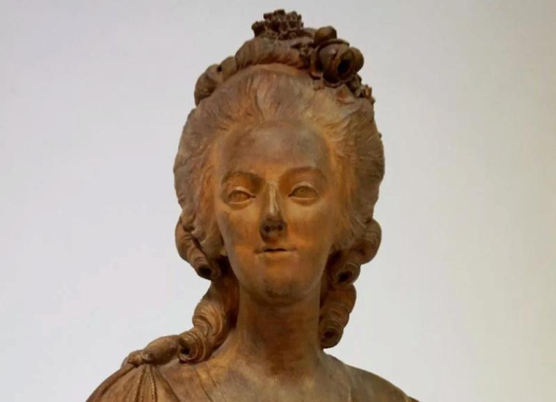 A vendre: bustes Marie Antoinette - Page 8 Tzolzo20