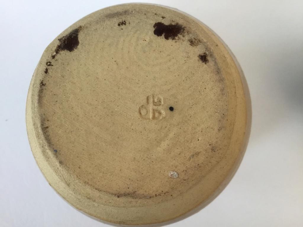 Stoneware lidded jar, blue pattern, dB mark?  02c62f10