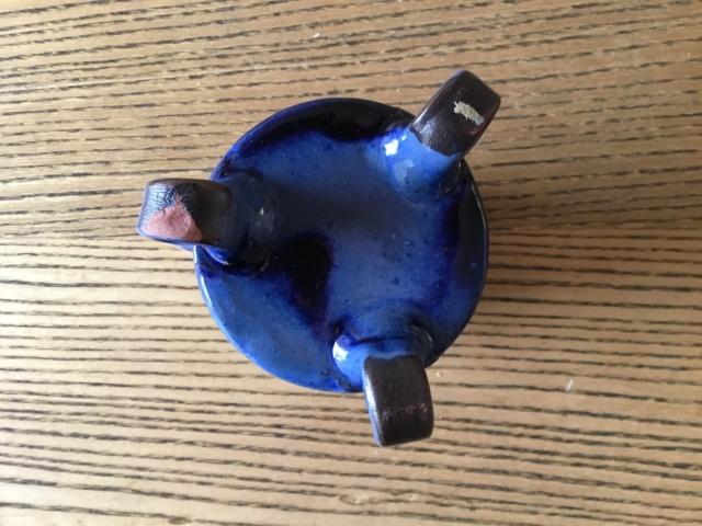 Blue & white spotted studio cup on tripod feet 1e328a10