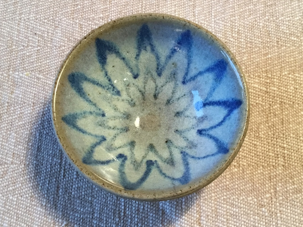 Small stoneware bowl, club or clover mark 23525410