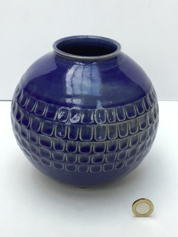 Stoneware studio blue globe vase, marked RSD 2785da10