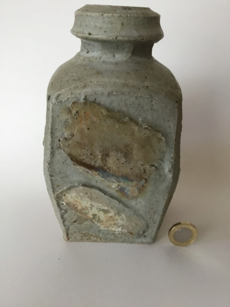 Flattened thrown stoneware vase, 4 lines circular mark 28931710
