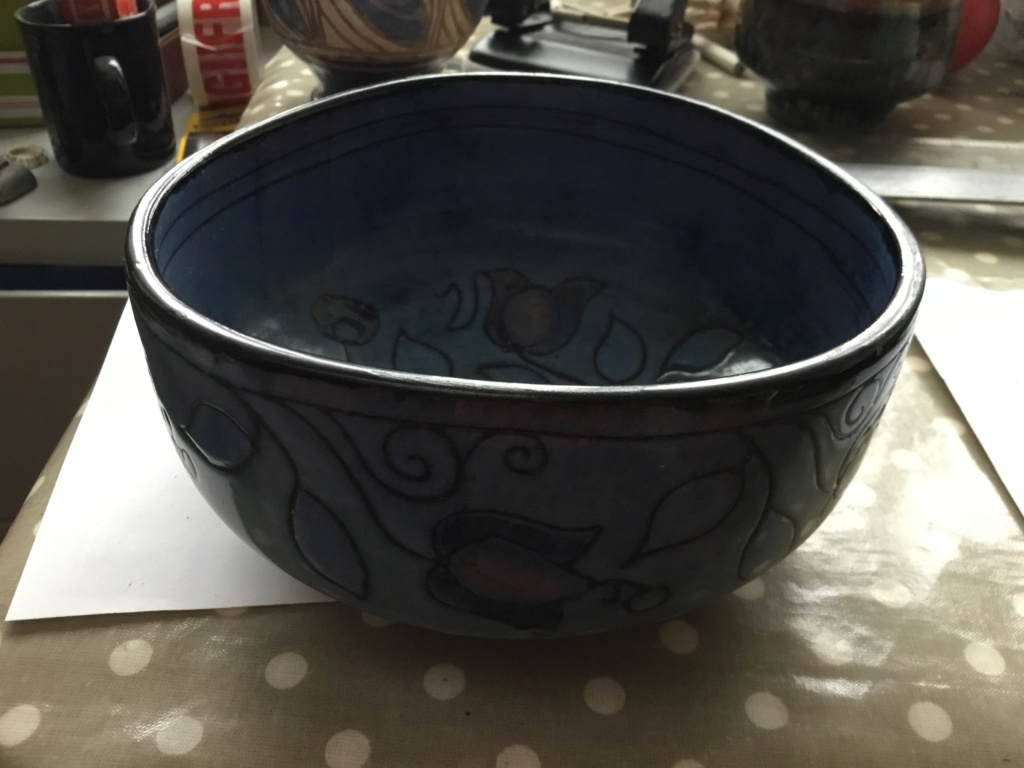 Studio bowl, Incised flowers, signed 28aa6810