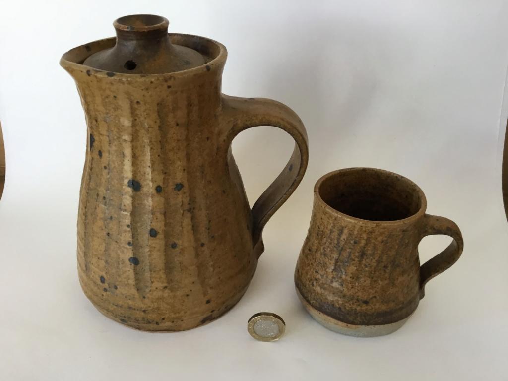 Stoneware coffee pot & cups, MW mark  298d9e10