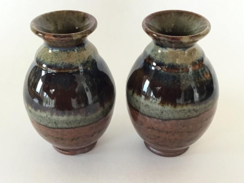Miniature stoneware vases, unmarked 32b72e10