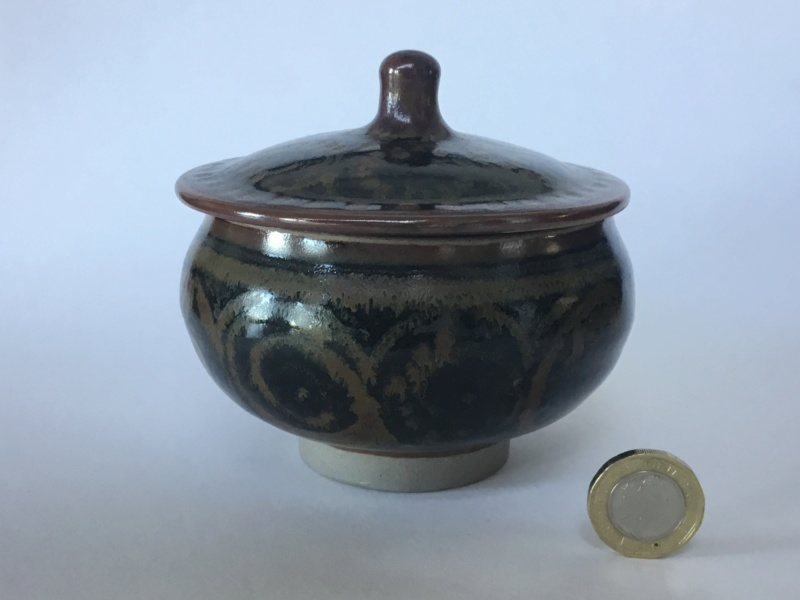 Lidded studio pot, very decorated, unmarked 37345210