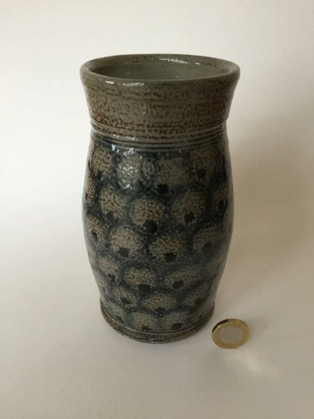 Decorative salt glaze studio pottery vase, CP or DB type mark 39286d10