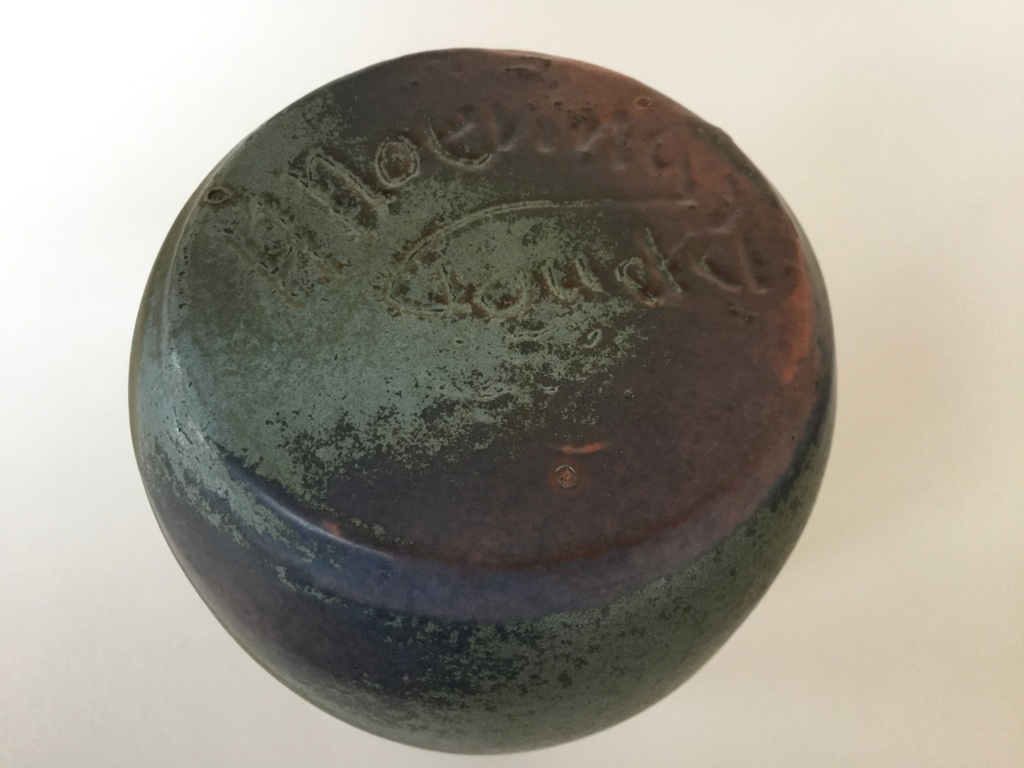 Studio vase incised H Hoe ing Gouda?  3d359710