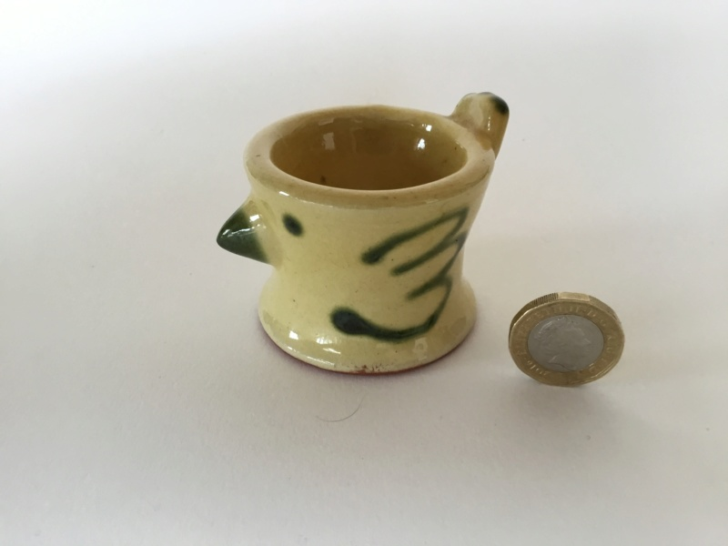 Studio chicken eggcup, green on yellow, W or M mark 4976e510