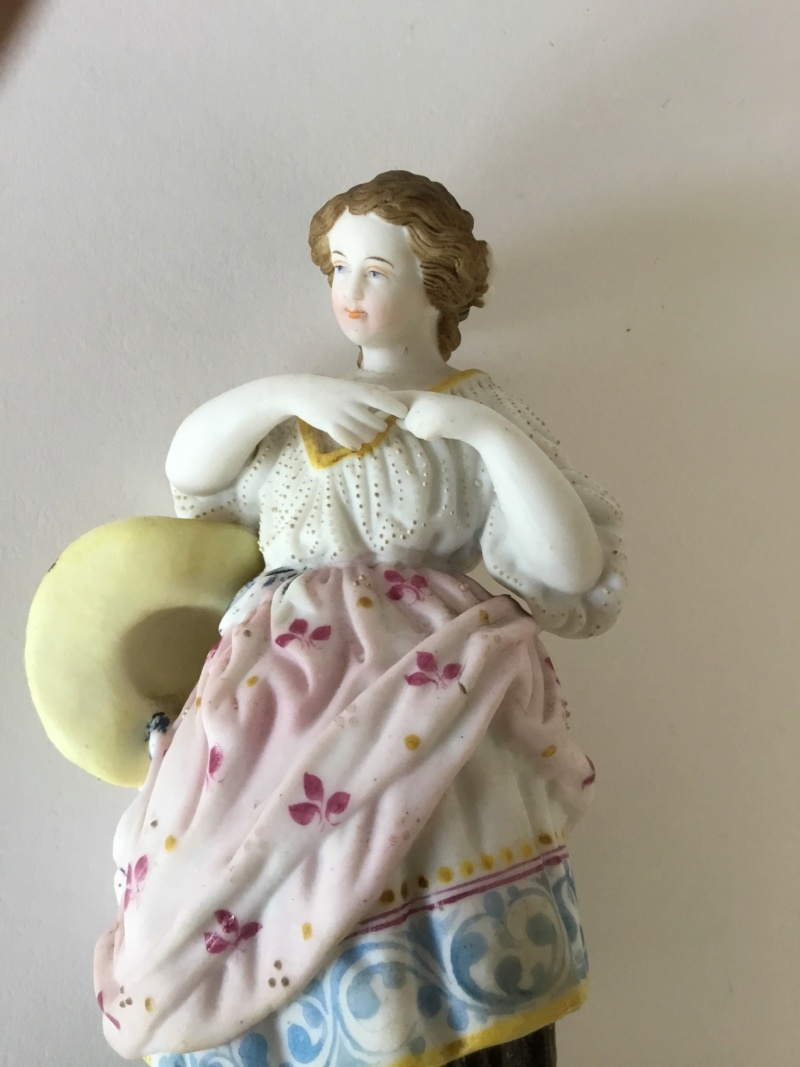 Figurine 20 cm woman with hat, unmarked 4c48eb10