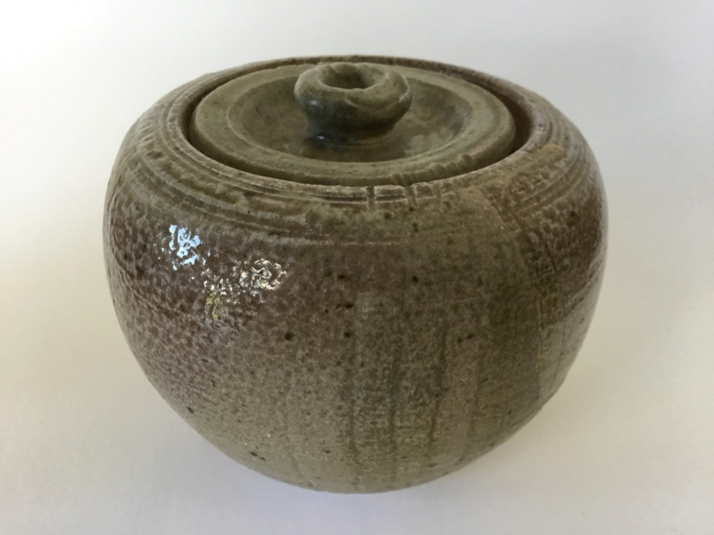 Saltglaze lidded pot, no mark, Distinctive base 5523c010