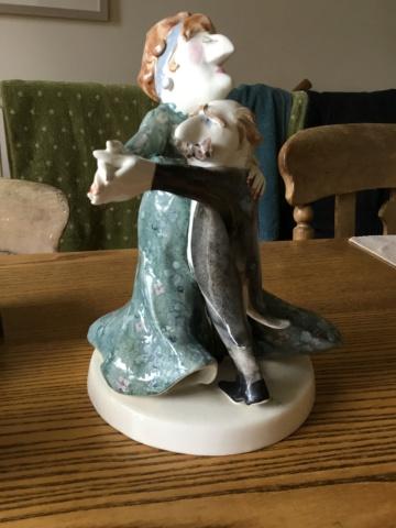 Comic sculpture, dancing couple, signed MG 5d081e10