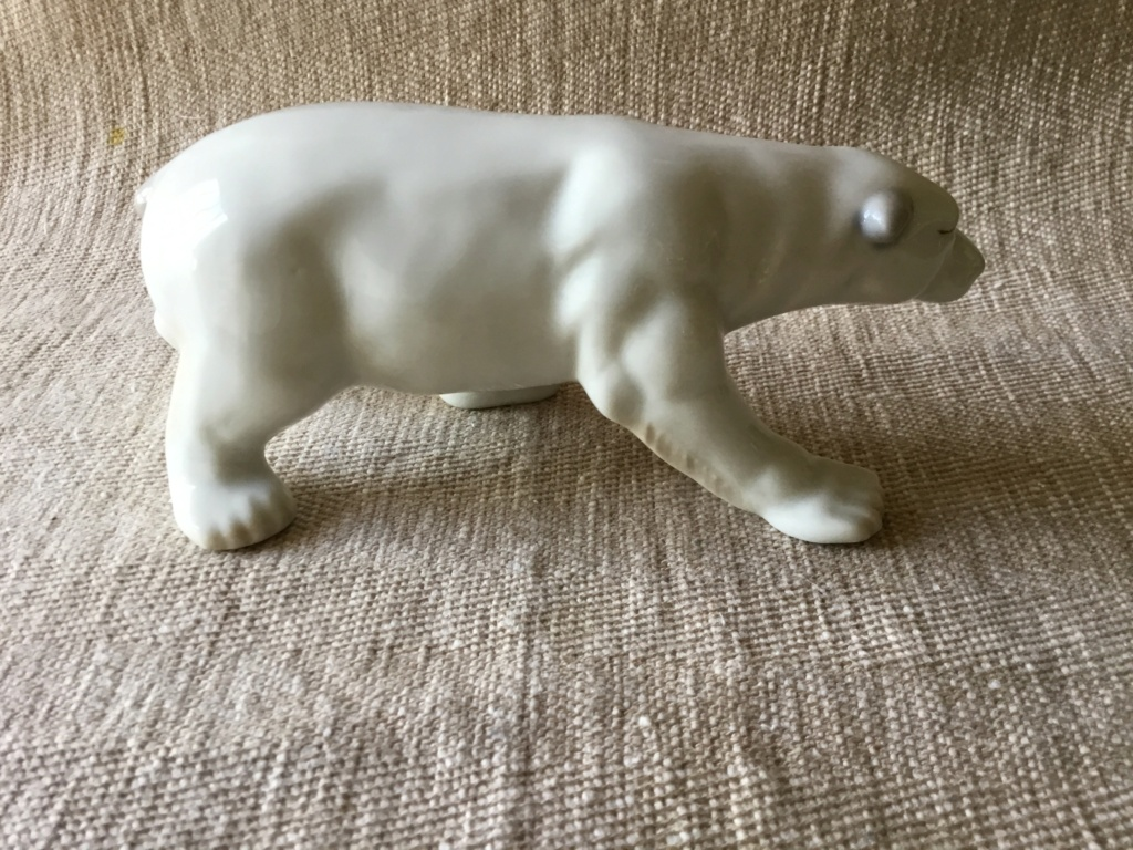 Porcelain polar bear, unmarked 69ce5010