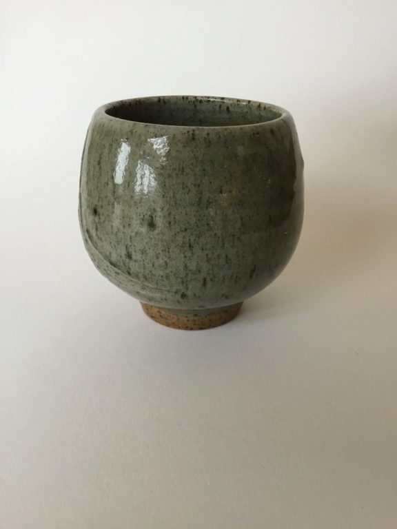 Ash glaze yunomi, combed? shaped pattern 6b737d10