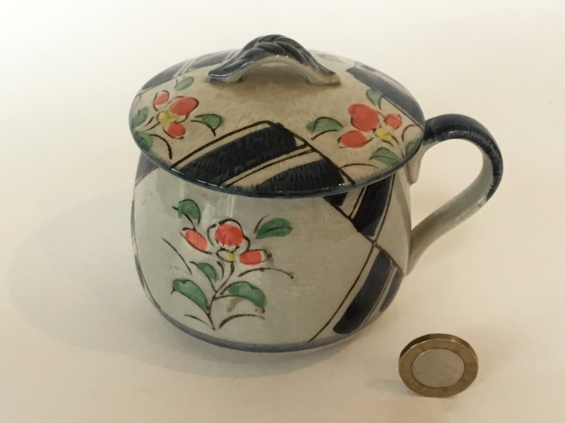 Cup and cover, flower decoration, oriental mark to base 70f03e10
