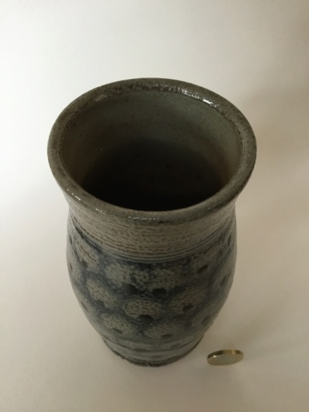 Decorative salt glaze studio pottery vase, CP or DB type mark 753e2c10