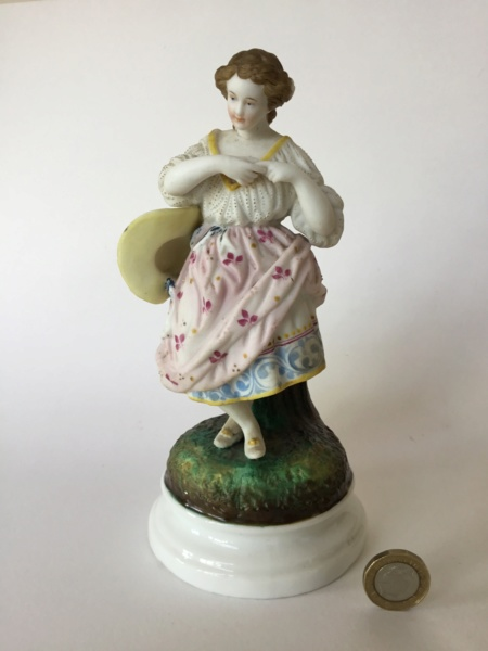 Figurine 20 cm woman with hat, unmarked 7de5e310