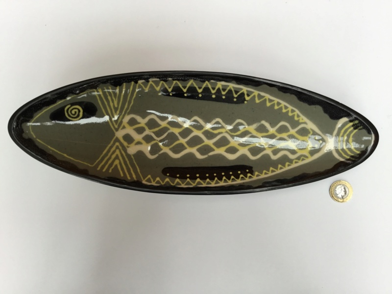 1960s style slipware  tripod fish dish, RB and T mark 82d76510