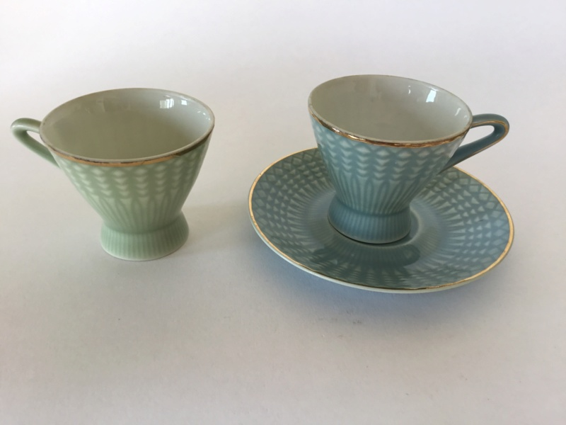 Delicate porcelain cup & saucers, unmarked  856f9210