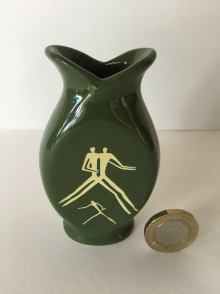 Tiny factory produced green vase, white modernist style figures 87231410