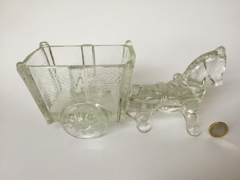 Clear glass horse and cart 88ce0f10