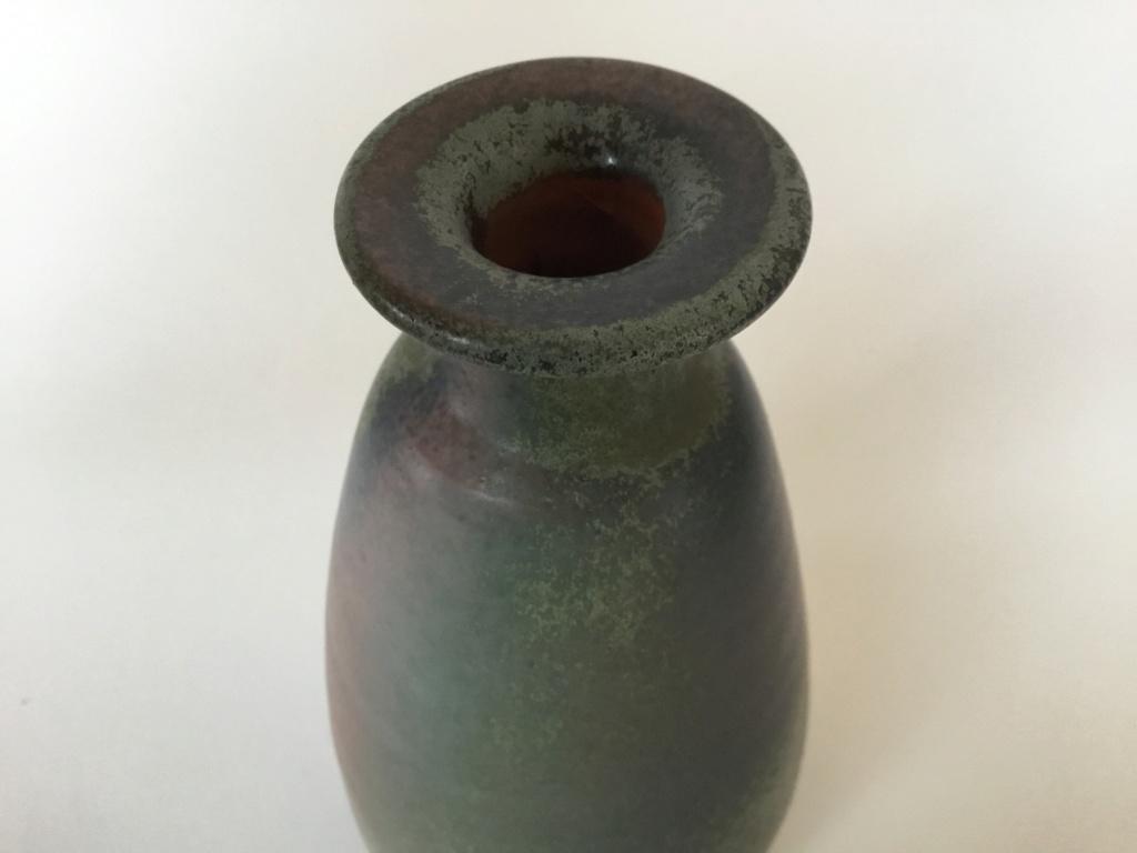 Studio vase incised H Hoe ing Gouda?  9430bc10