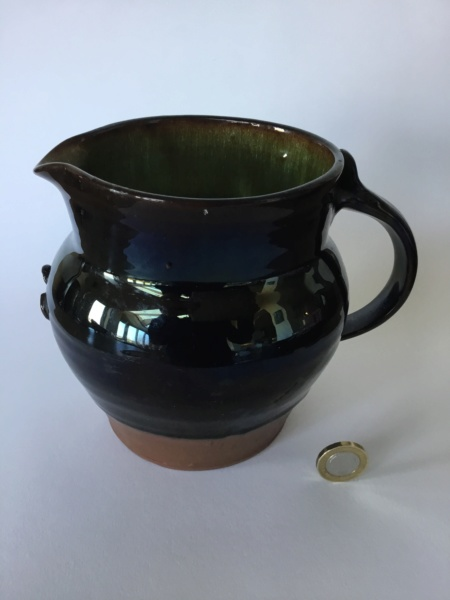 dark lustrous studio jug, green inside, Mark with 2 triangles 95125f10
